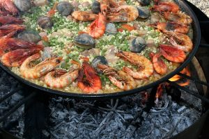 Six reasons why paella catering is perfect for your party