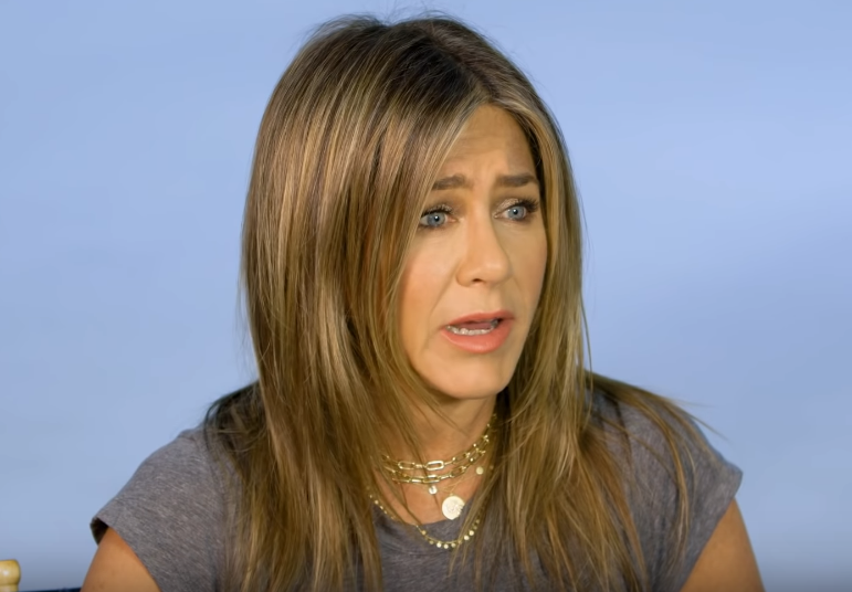 "Jennifer Aniston recalls a ""destabilized"" & ""unsafe"" home growing up"