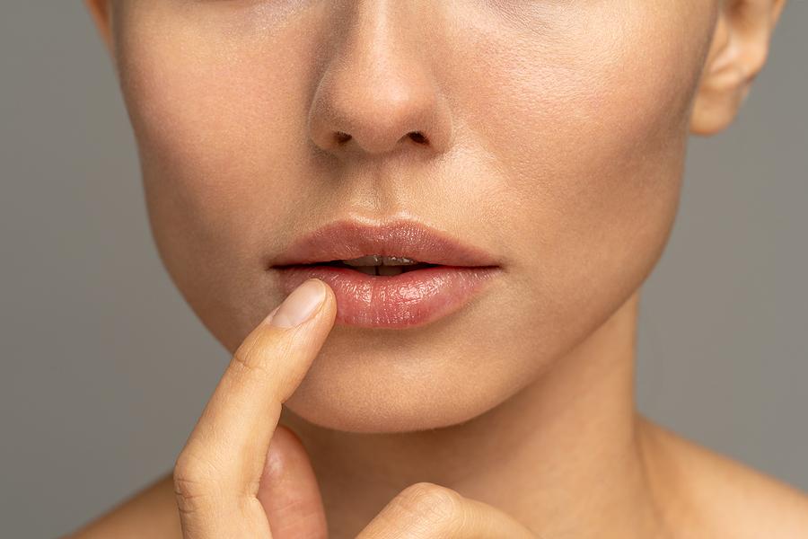 Restores dry lips